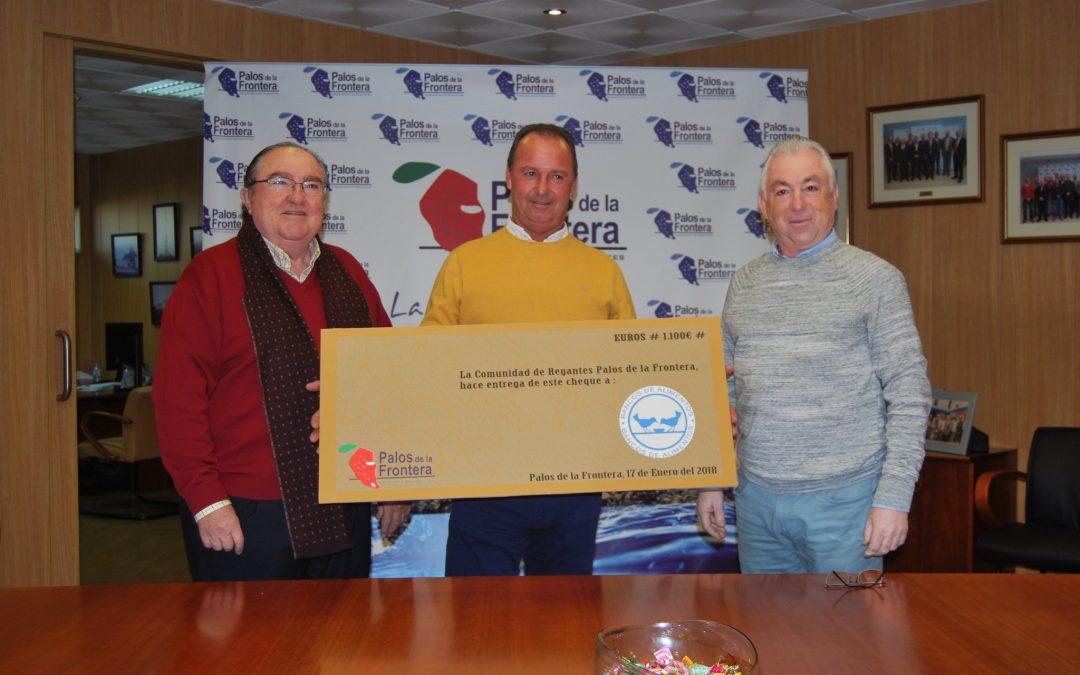 La Comunidad de Regantes de Palos entrega un cheque de 1.100 euros al Banco de Alimentos de Huelva