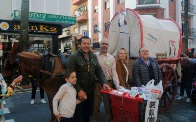 La II Carreta Solidaria recoge 3.000 kilos de alimentos y la generosidad de miles de onubenses